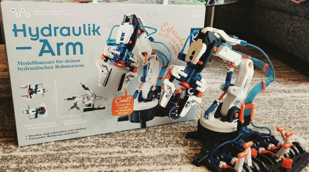 Kosmos Hydraulik-Arm aufgebaut